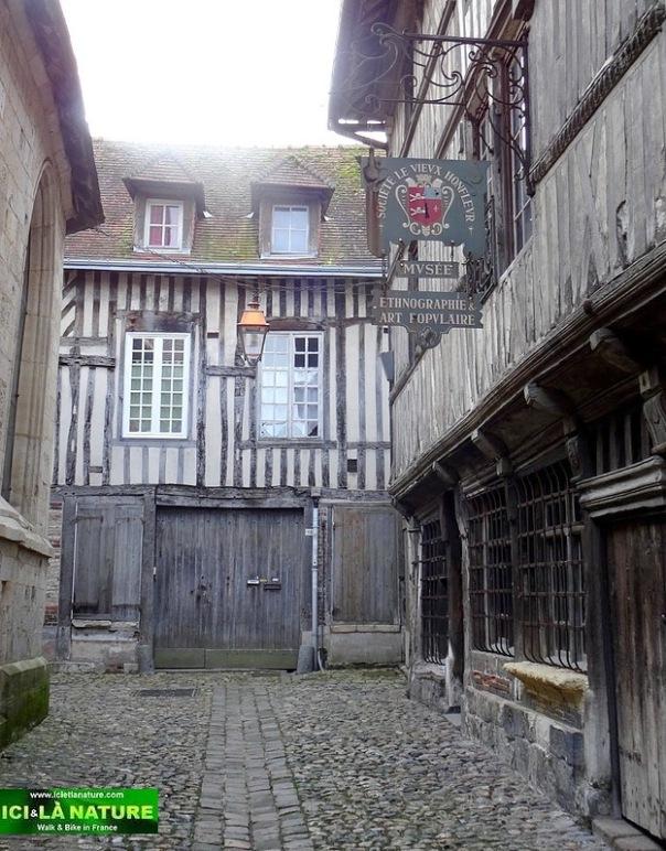 29-honfleur cobblestone street